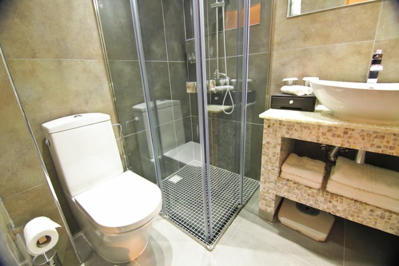 standard zimmer achilleos hotel in larnaca cyprus. Black Bedroom Furniture Sets. Home Design Ideas